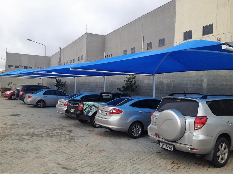 Cobertura para estacionamento de supermercado